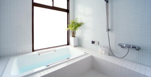 お風呂に入りながら白髪染めトリートメントを使うときのメリットとデメリット